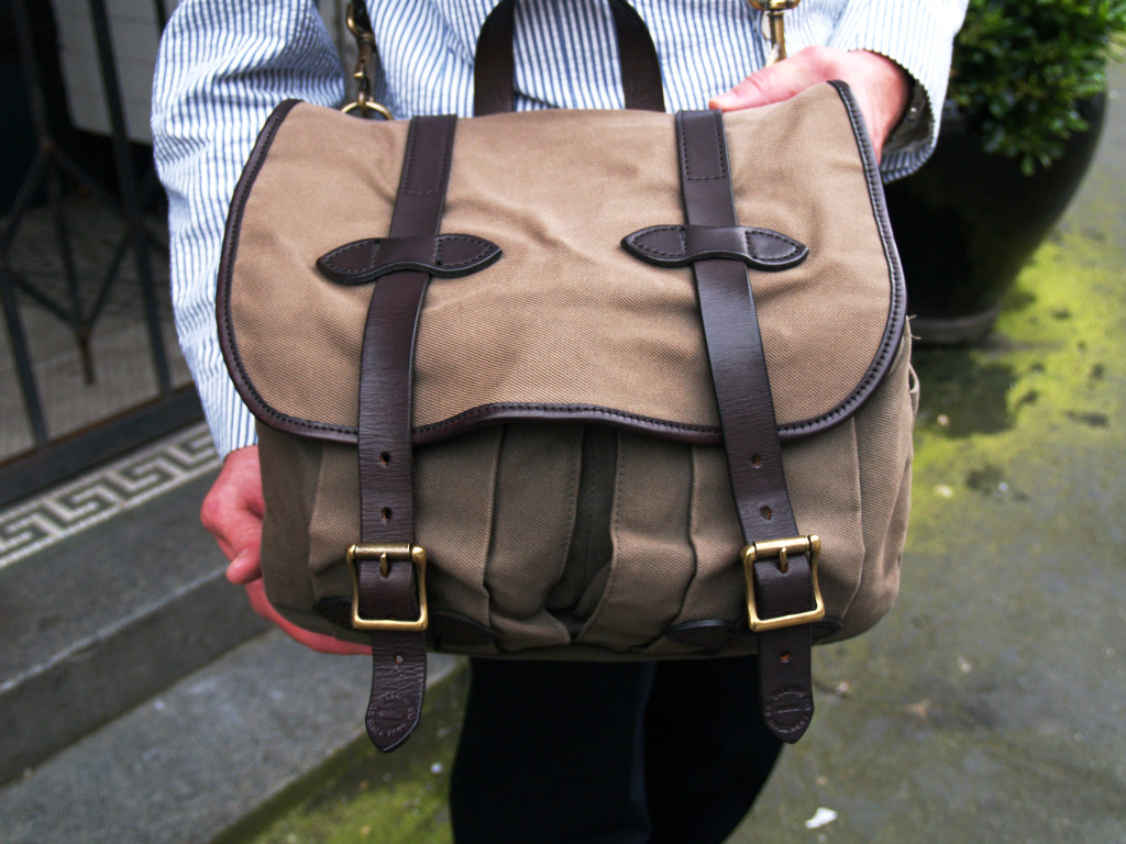 Seattle Fashion: Camel-colored canvas messenger bag