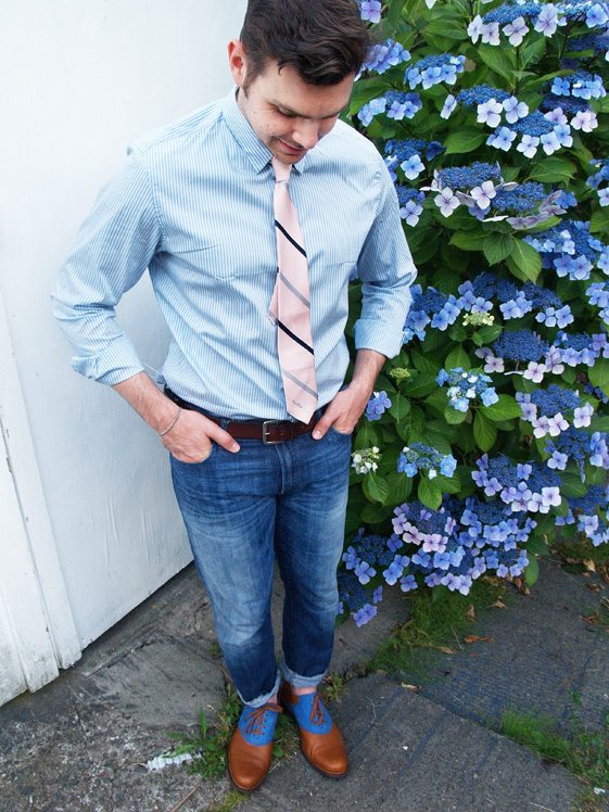 oscar de la renta tie, banana republic shirt, gap jeans, cole haan oxford shoes